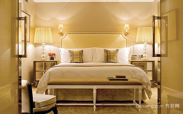 床头壁灯安装注意事项 一、床头壁灯安装注意事项床头灯开关应伸手可触 无论您选择台灯、壁灯,还是落地灯作床头灯,都要考虑到灯具是否便于开关和调节。由于不同类型的灯具其摆放、安装的位置也不尽相同,或依床边立一盏纤细的落地灯,或在胡桃木的床头柜上安放一盏欧式台灯,或床头的墙面装上小巧的壁灯。如果床头灯的开关不能让您躺着时伸手可触,那正当您昏昏欲睡想要熄灯时,就得再次大动作费劲地找开关或调节亮度,这样一来,您的睡意恐怕也所剩无几了。 二、床头壁灯安装注意事项节能灯不可调光 由于节能灯本身就是低耗能灯,相比