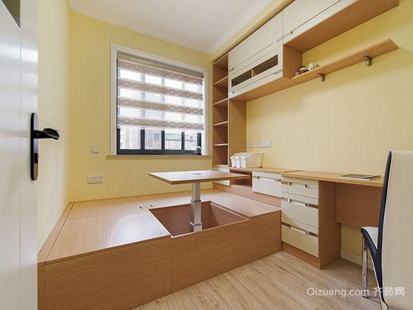 小户型榻榻米 三、小户型装修榻榻米禁忌切记不可选用暗色、冷色墙面颜色 墙面颜色的选择应该以暖色调为主,这样可以给人一种宽敞明亮的视觉效果。一般来说小户型在家庭装修时颜色的选择相对有一定的难度,主要是因为空间较小有一定的局限性。小编不主张选择亮度或者纯度较高的色调,这样容易给人一种视觉上的挤压感,一般选择亮度和纯度较低的色调为好。