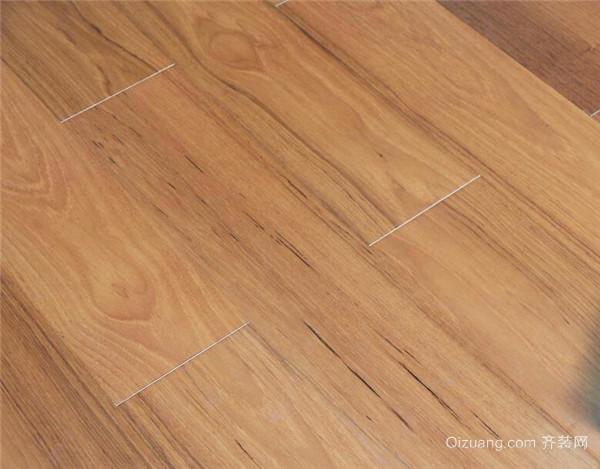 在实木地板材质中白蜡木也是一款最常见的材质,它们的心材由淡棕色到深棕色不等。它们的纹理比较个性而且张扬,好像天生就可以表达出一种温馨与浪漫情怀。白蜡木实木地板比较适合与简约现代风格装修与田园风格的装修。而现代简约风格是年轻人们的最爱,所以说白蜡木实木地板自然也是最佳选择。