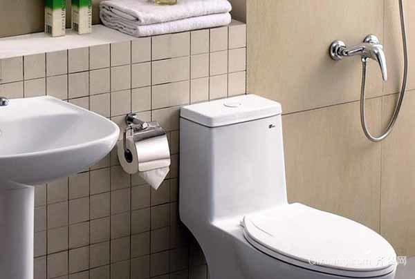 五招解决马桶冲水声音大—调整水管出水方向