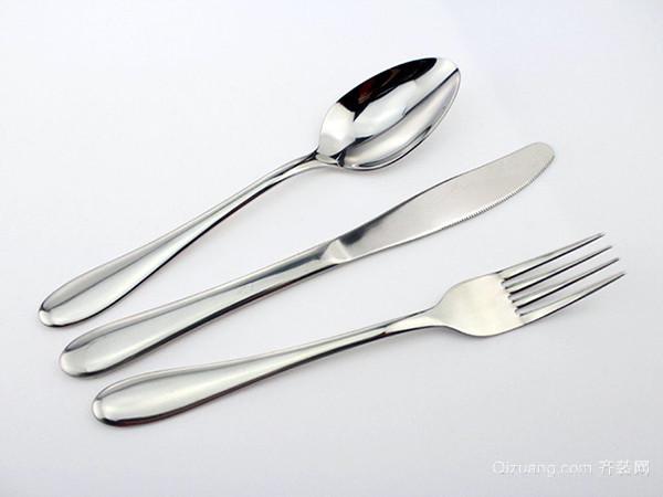 选材导购 厨房用具 刀具 > 西餐刀叉礼仪解析 让你更绅士   如果自己