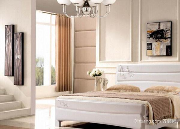 """白橡木家具最好选""""本色型"""",而橡胶木的木色不纯,甚至有杂斑,黑点,若遇"""