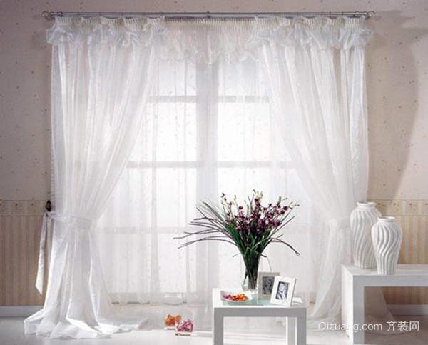 二,婚房卧室窗帘颜色如何搭配——黑白背景+厚重红色窗帘+红色抱枕