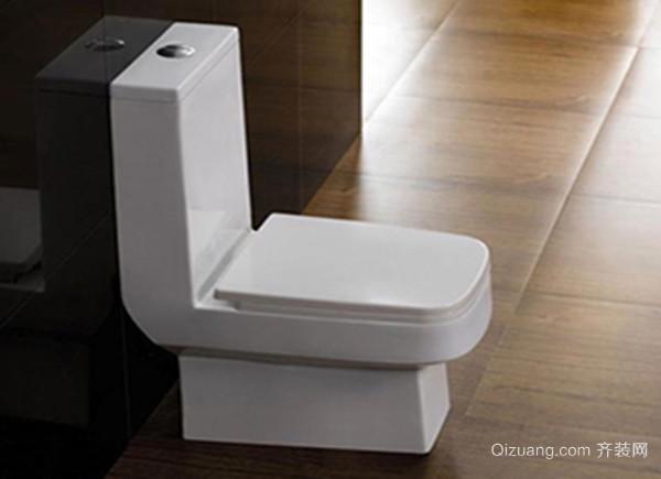 买相同型号的马桶来;对距入座,否则马桶无法安装横排水马桶的出水口要