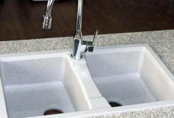 厨房水槽边缘漏水
