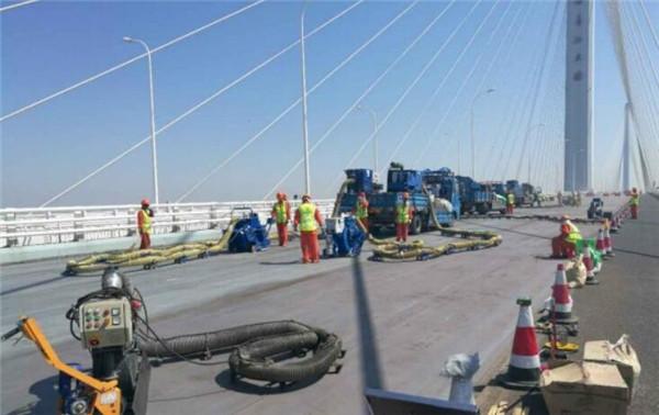 长江大桥钢桥面铺装层维修工程