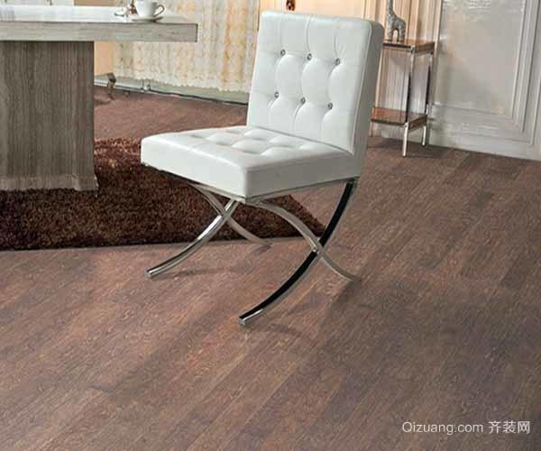 但是木地板和瓷砖不一样,没有瓷砖硬度大,在日常的使用中很容易损坏.