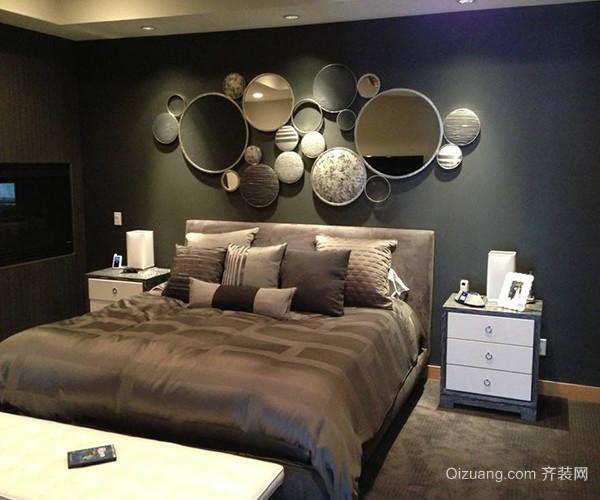 白色的条纹建立在绿色的背景上,调配黄色的床品与地毯,令空间充溢春意。用带条纹的床头做背景墙能够在刹那间捉住人的眼球,变成重点。运用纯色的床头,与亮堂富丽图画的床上用品构成比照。这种天然木材的床头板令美丽的枕头和床布更加抢眼。 三、欧式卧室背景墙元素
