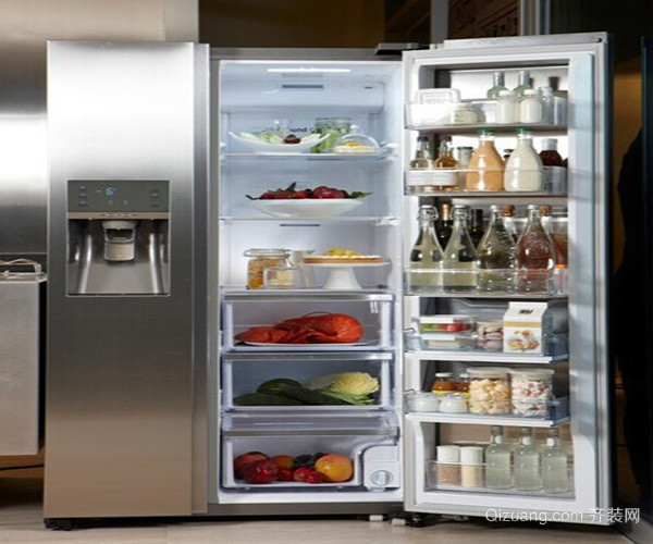 一、电冰箱型号字母的含义 我们在选购电冰箱时,肯定会发现电冰箱上一般都会有遗传英文字母,那么这些字母都代表什么含义呢?B代表电冰箱,C代表冷藏,D代表冷冻, W代表风冷,Z代表直冷,比如海尔BCD-350W,就表示这是一款冷藏冷冻的电冰箱,并且是风冷的。