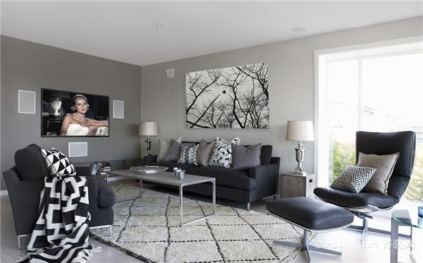 深色系家用地毯给人高端大气的感觉,搭配中式或欧式风格,颜色较深的家