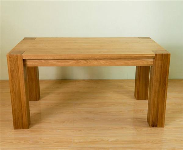 餐桌应该怎么摆好