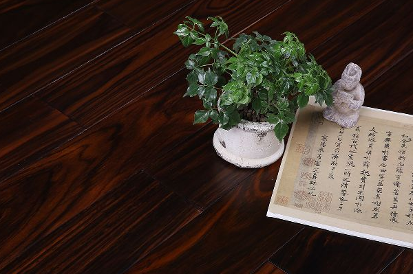 保养实木地板的技巧