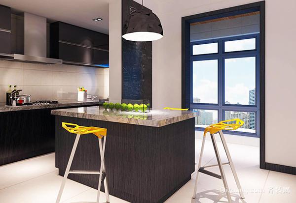 開放式廚房設計的標準二、與客廳餐廳和諧 開放式廚房設計要和整體裝修風格保持一致,這是開放式廚房設計中最主要的一點,要是風格不統一的話就會影響到整個家裝風格的協調和美感,在選擇廚具和進行布局時要考慮到餐廳的風格,只有風格上統一了才能帶來視覺上的美觀。