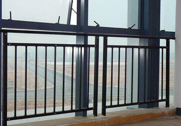 锌钢阳台护栏多少钱