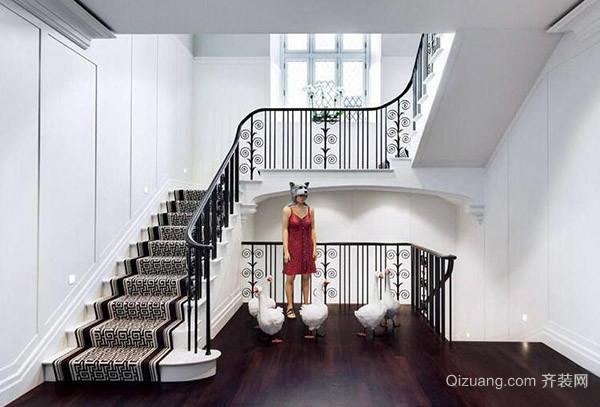 二、楼梯装修设计讲究什么步长设计 人们在上一些楼梯的时候会感觉很累,而走有些楼梯却感觉十分的舒服,这就是因为步长的设计不同。步长一般在90厘米的时候不仅可以节约空间,同时还能够令人走起来更加舒适,舒适自然也就不会感觉到累。