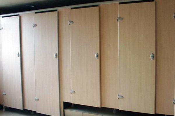 卫生间隔断板材选择