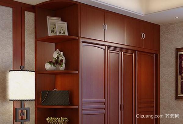 在选购实木衣柜时要细看柜门,侧板等主料表面的花纹以及结疤是否是里