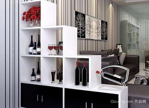 酒柜在造型设计上突破常规,三面黑色格子设计外加中间白色储物柜,黑白