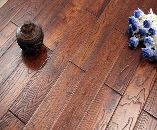哪个品牌的橡木拉丝地板好