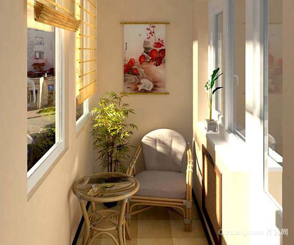 将阳台用玻璃和木材封闭成居家小书房,在窗边养殖一些绿色植物,自然