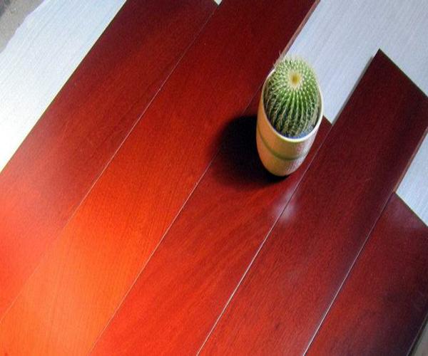 橡木纹地板优缺点详解