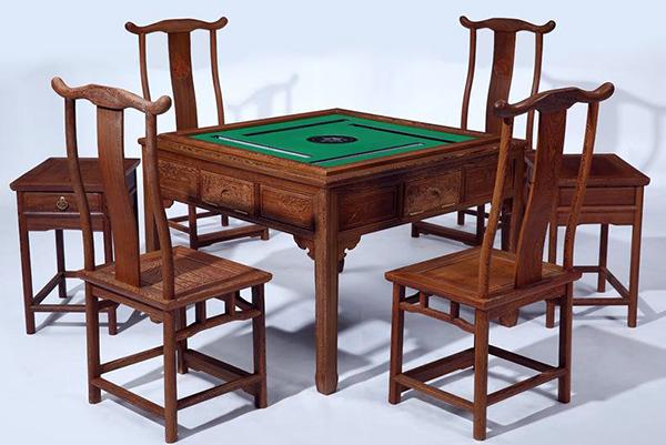 自动实木餐桌挑选要诀