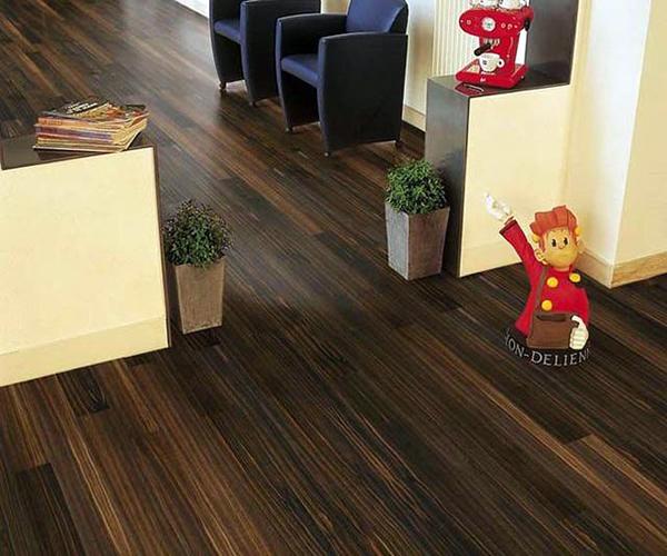 哪个品牌的拼装地板好 谨挑慎选好选择