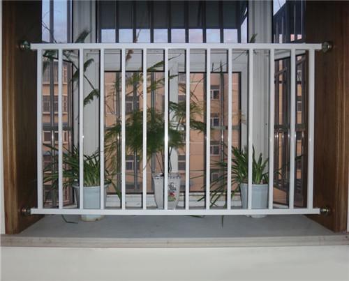 为安全起见,还是有必要装飘窗护栏的