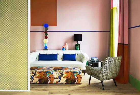 艺术拼图型沙发墙