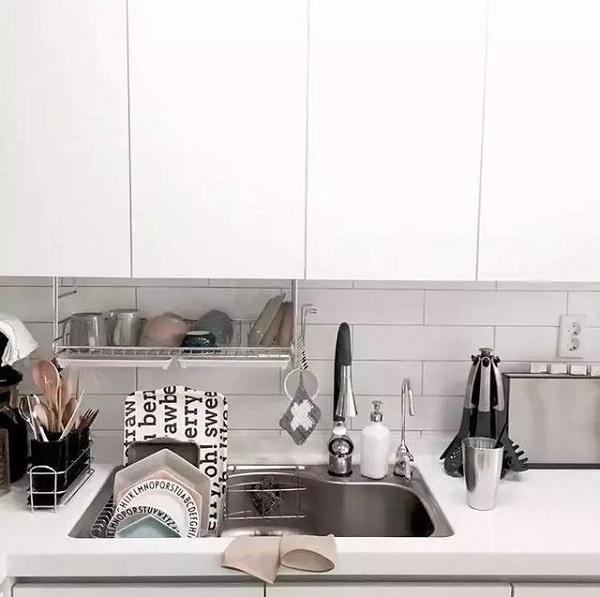 用3种悬挂收纳法,让你的厨房台面时刻保持干净