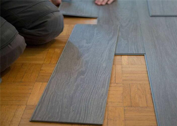 瓷砖上铺木地板