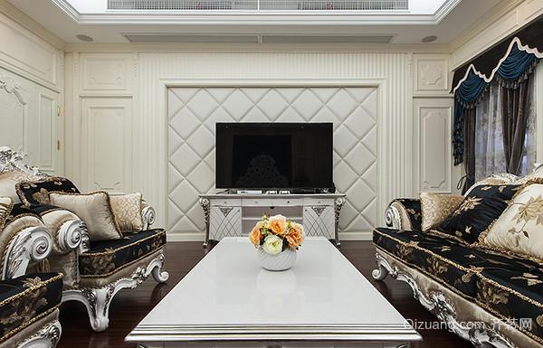 电视背景墙暗门设计一般会采用彩绘,壁纸,木墙板来装饰,把门藏在电视