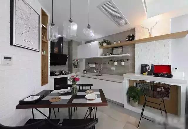 开发方式厨房,简易小餐桌