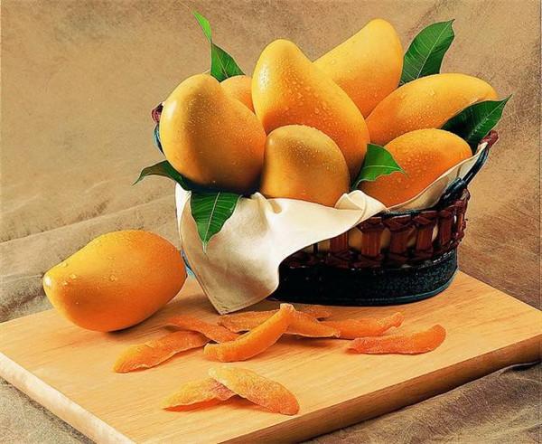 芒果有哪些功效 吃的时候要注意哪些