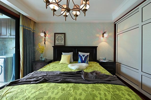 """主卧床头两边安装""""灯笼""""灯"""