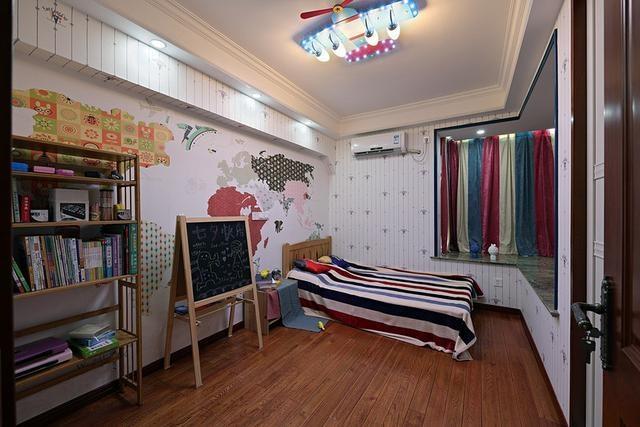 儿童房落地式的小黑板