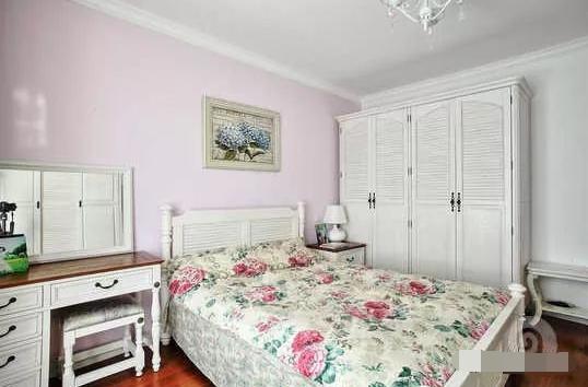 卧室紫粉色墙壁