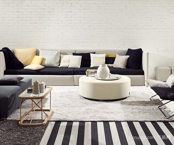 实木原料的北欧家具,保存了橡胶木的天然木色,色泽新鲜且木纹明晰;宽