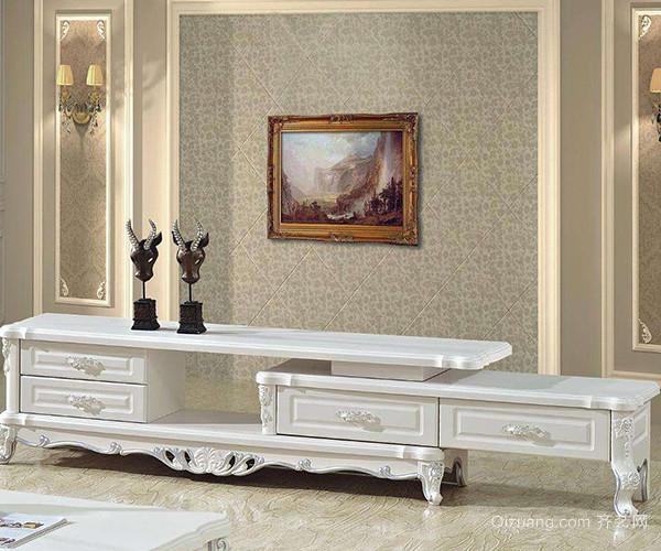 欧式风情的电视机柜大多以甜蜜的焦糖色、纯洁的白色和温暖的乳黄色为主,如果室内环境以白色基调为主的话,那么选择任何一种颜色的欧式电视机柜都可以,因为白色是容纳性最好的。如果家居环境的颜色较丰富甚至是五彩缤纷,那么在选择欧式电视机柜时就以白色柜子为最佳选择。 三、尺寸选择