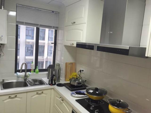 厨房橱柜和吊柜