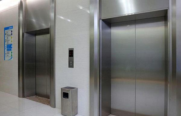 使用电梯门的方法