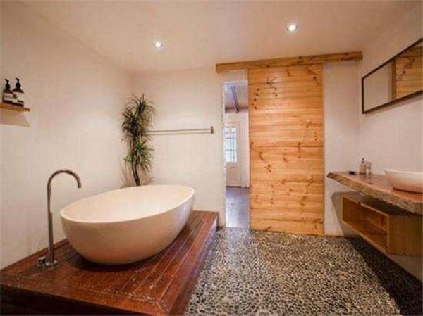 卫生间装修铺鹅卵石