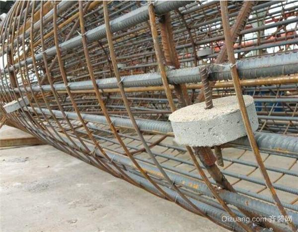 三、原理 钢筋混凝土结构之所以受到这么大的欢迎,主要的就是其能够承受各种不同的力的作用,能够非常的稳定。钢筋与混凝土两种不同性质的材料能有效地共同工作,是应为钢筋与混凝土接触面上化学吸附作用力,也称胶结力;混凝土收缩,将钢筋紧紧握固而产生摩擦力;钢筋表面凹凸不平与混凝土之间产生的机械咬合作用,也称咬合力;钢筋端部加弯钩、弯折或在锚固区焊短钢筋、焊角钢来提供锚固能力。   以上就是关于钢筋混凝土结构的相关内容,希望能对大家有帮助!齐装网,中国知名大型装修平台,装修领导品牌。如果想下一番心思装修设计,建议您