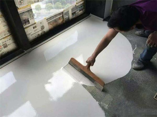 家里装修还在铺瓷砖? 现在流行自流平啦