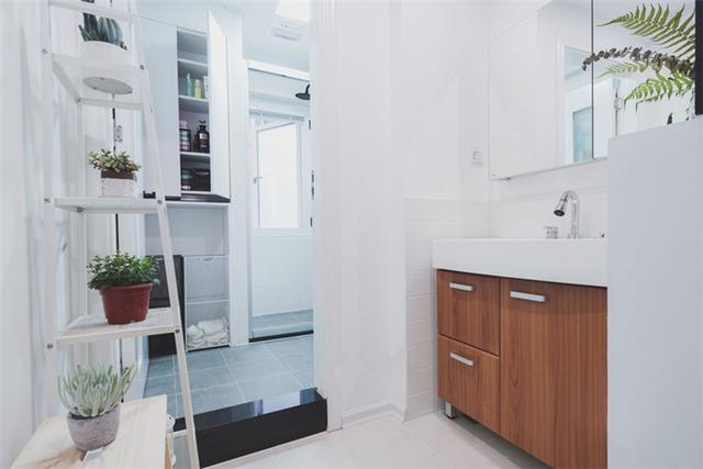 洗手间连同过道被做成四分离式干湿分区