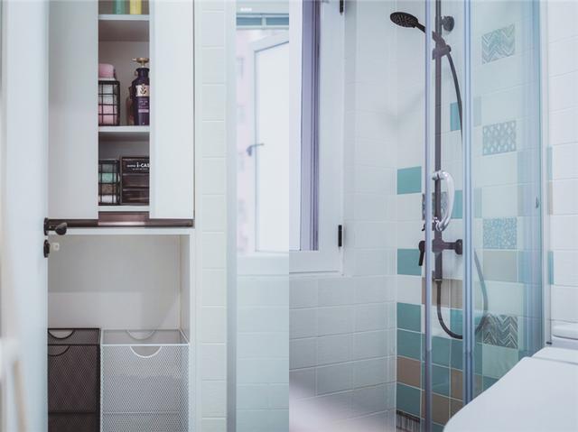 mini型洗手间湿区的瓷砖花了很多心思做铺贴设计