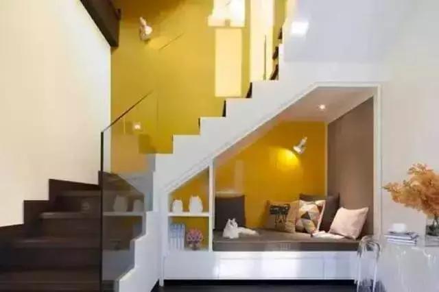 把榻榻米隐藏在楼梯转角里