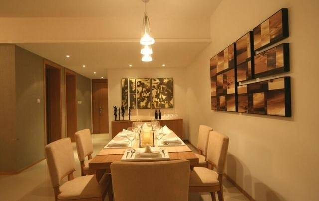 餐厅选用暖色灯光