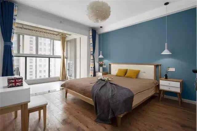 卧室整面卧室墙刷成天空蓝