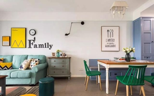 沙发背景墙选用挂画